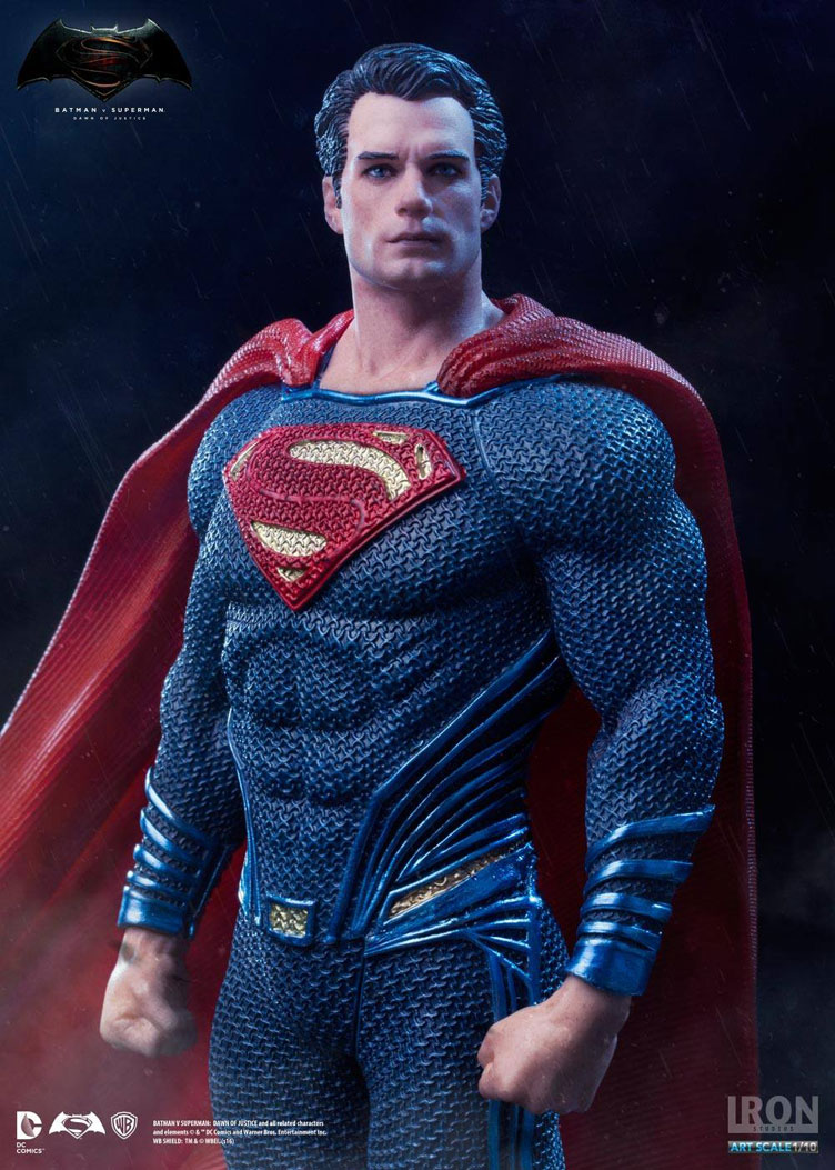 batman-vs-superman-iron-studios-superman-statue-2