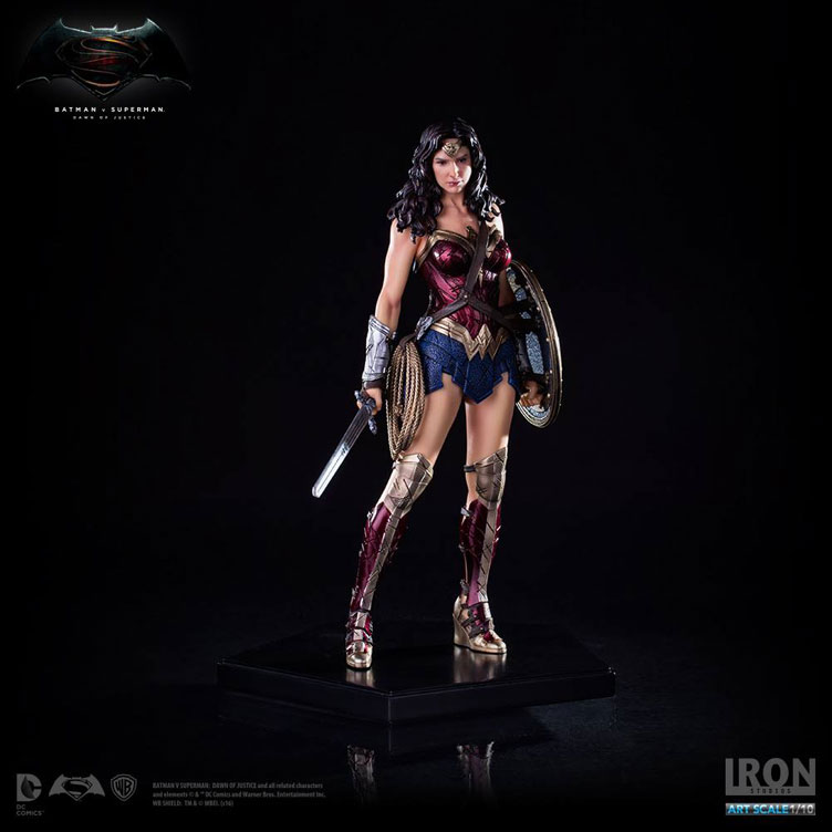 batman-vs-superman-iron-studios-wonder-woman-statue-1