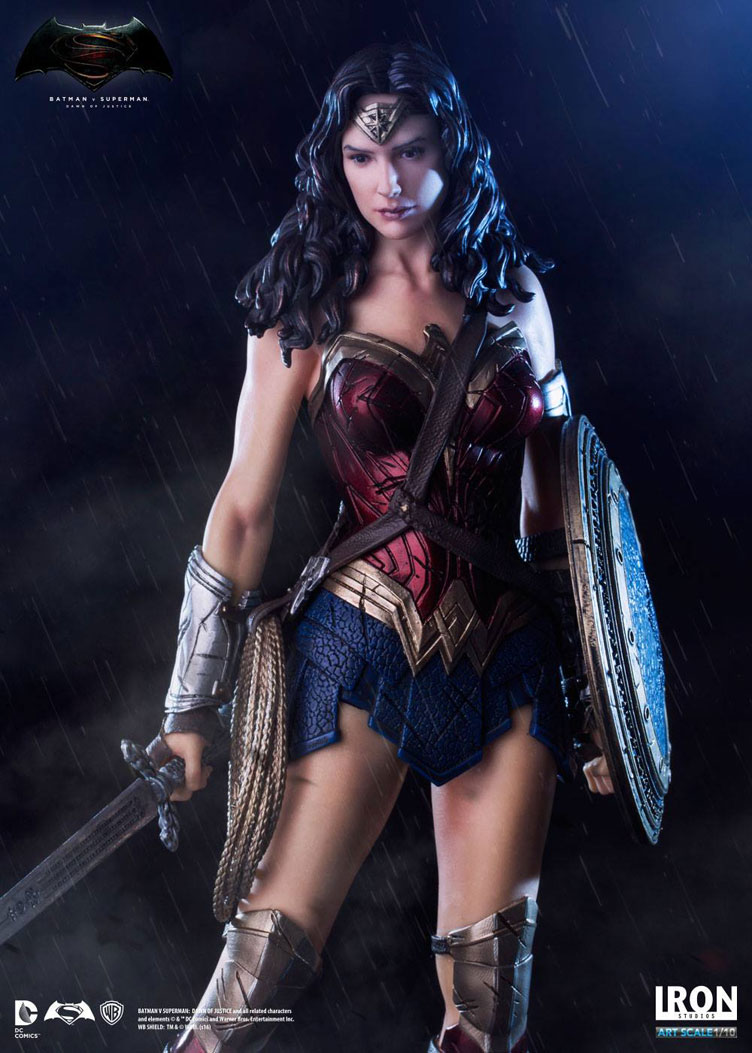 batman-vs-superman-iron-studios-wonder-woman-statue-2