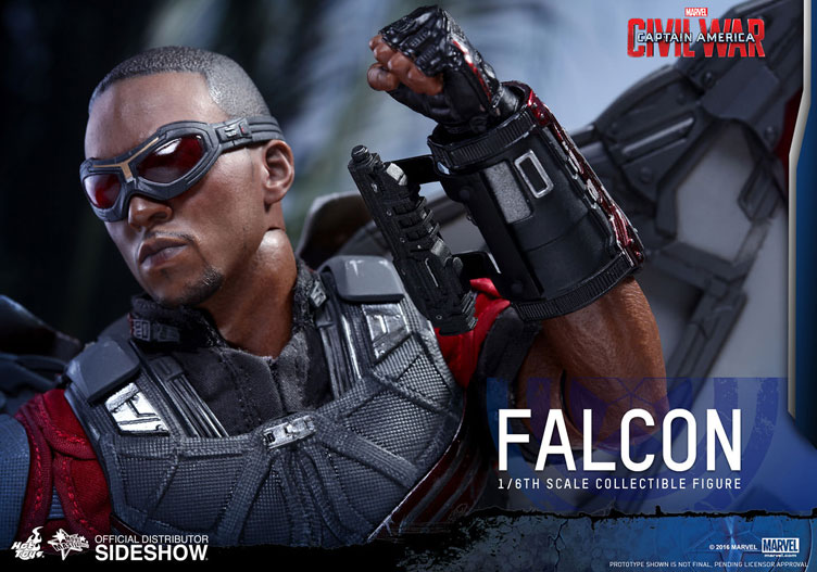 captain-america-civil-war-falcon-sixth-scale-figure-hot-toys-5