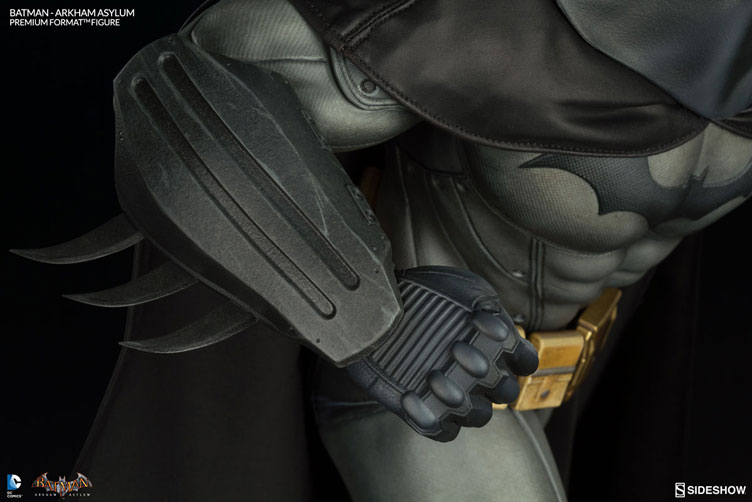 batman-arkham-asylum-premium-figure-sideshow-10