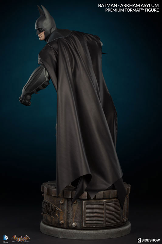 batman-arkham-asylum-premium-figure-sideshow-4