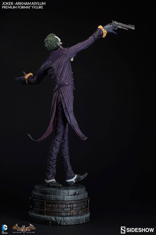 joker-arkham-asylum-premium-format-figure-sideshow-collectibles-7