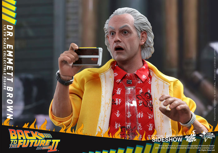 back-to-the-future-2-dr-emmett-brown-hot-toys-figure-4