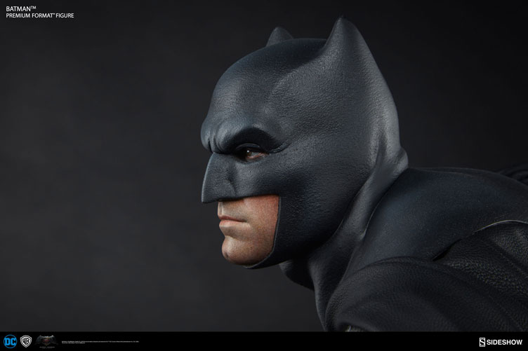 batman-vs-superman-batman-premium-figure-sideshow-2