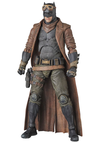 knightmare-batman-mafex-action-figure-3