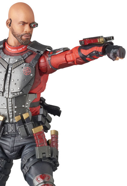 suicide-squad-deadshot-mafex-action-figure-9