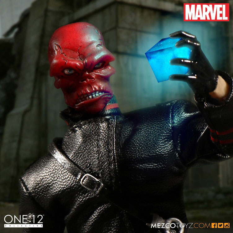 red-skull-mezco-one-12-figure-3