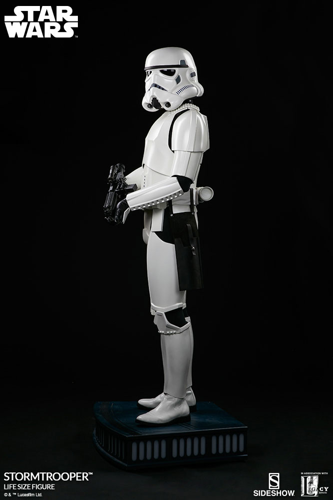 sideshow-life-size-stormtrooper-4