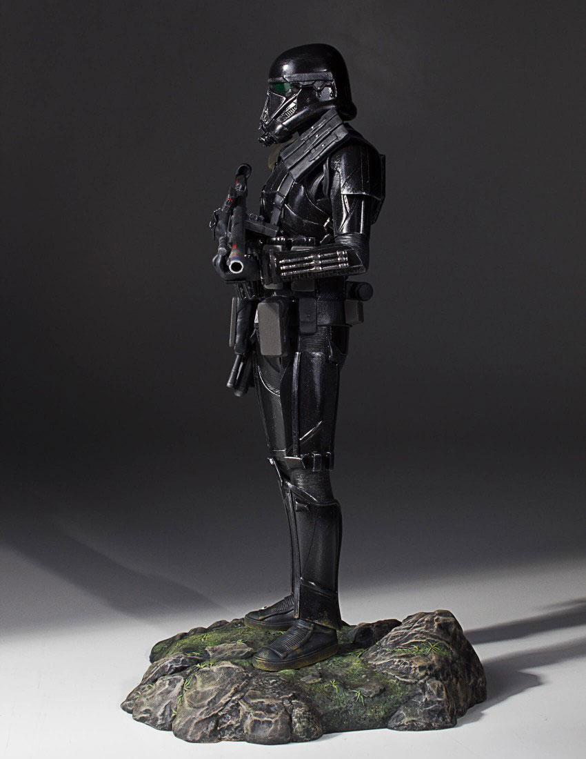 star-wars-rogue-one-death-trooper-statue-gentle-giant-3