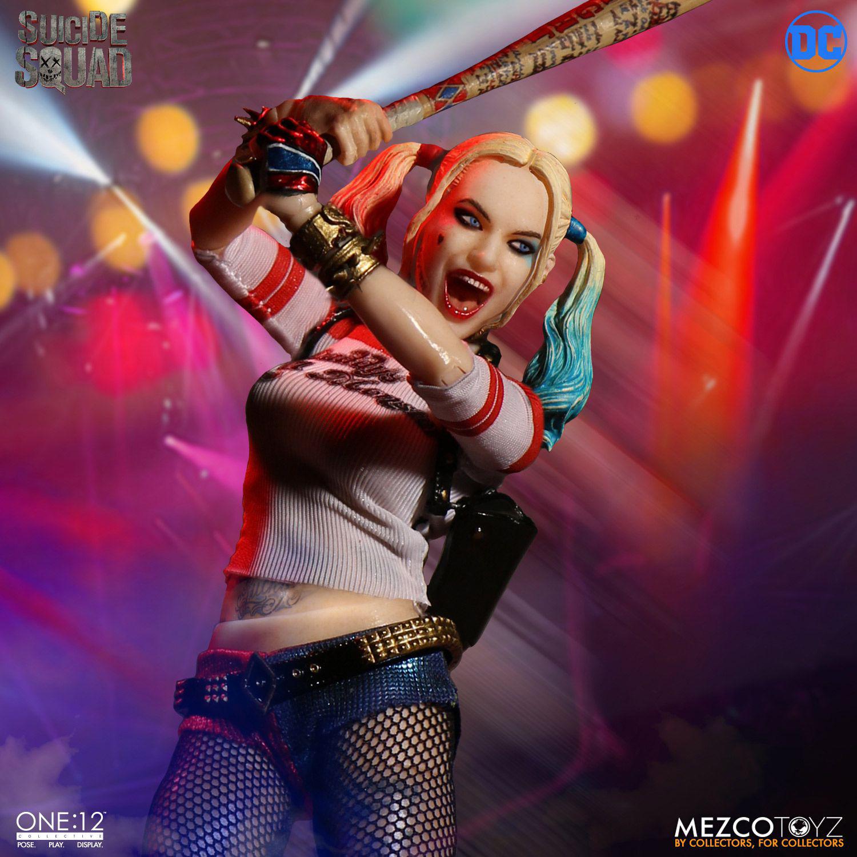 suicide-squad-harley-quinn-mezco-toyz-action-figure-1