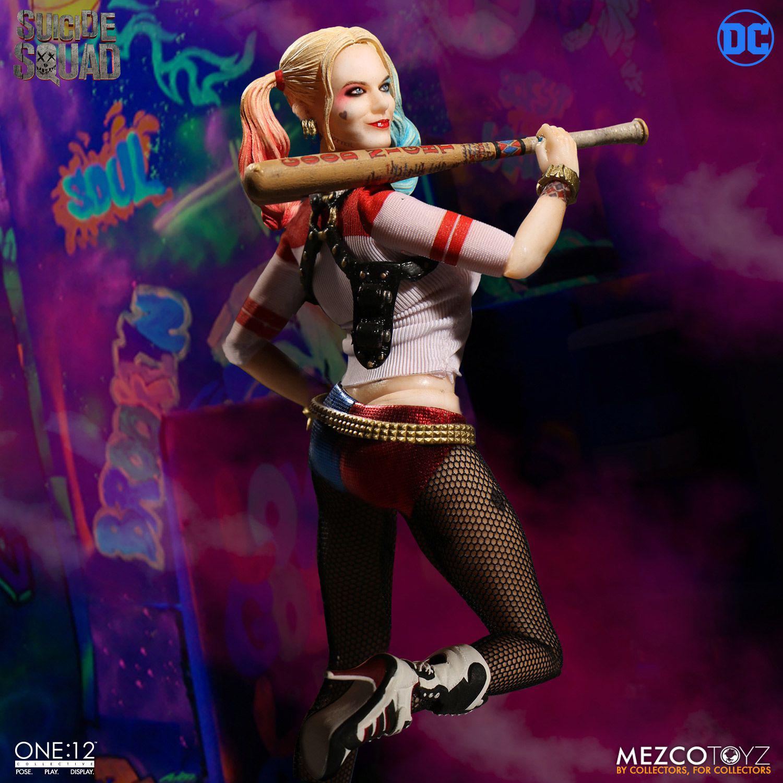 suicide-squad-harley-quinn-mezco-toyz-action-figure-2