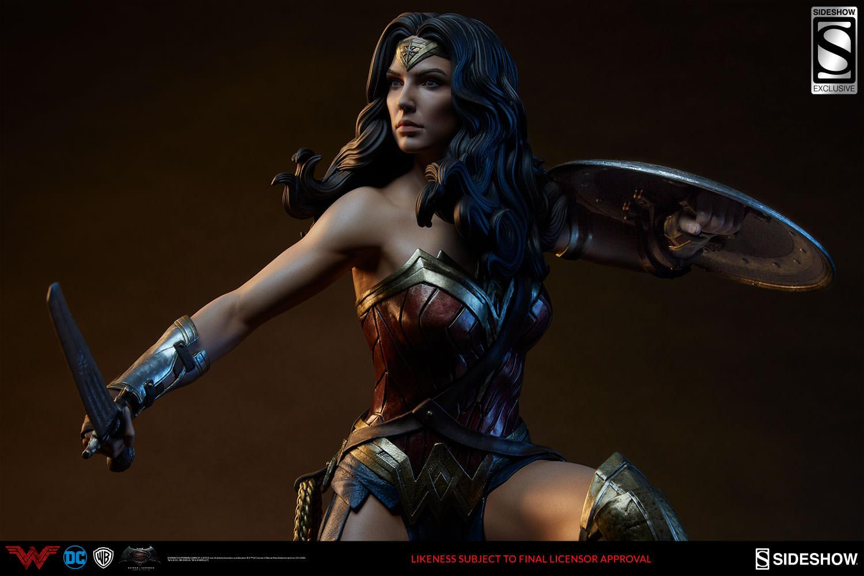 dc-comics-batman-vs-superman-wonder-woman-premium-format-figure-04