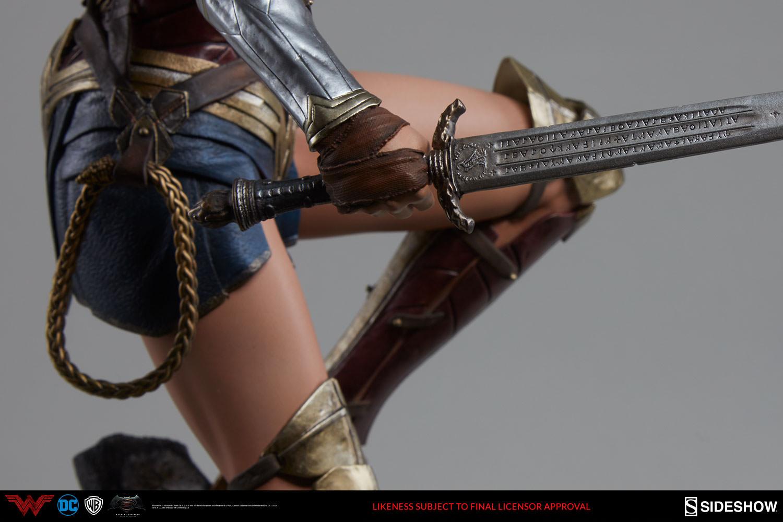 dc-comics-batman-vs-superman-wonder-woman-premium-format-figure-11