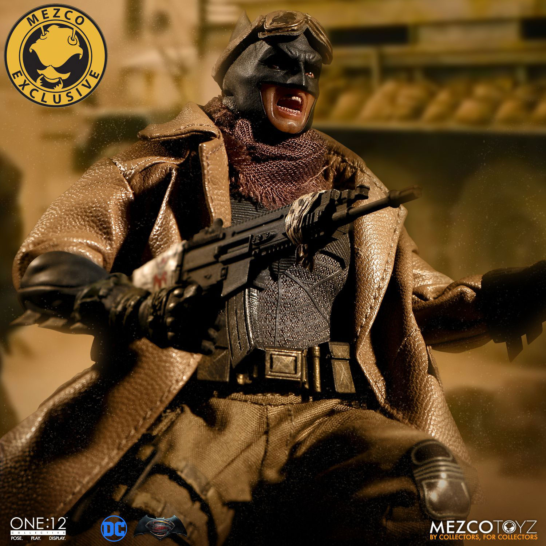 knightmare-batman-mezco-toyz-figure-1