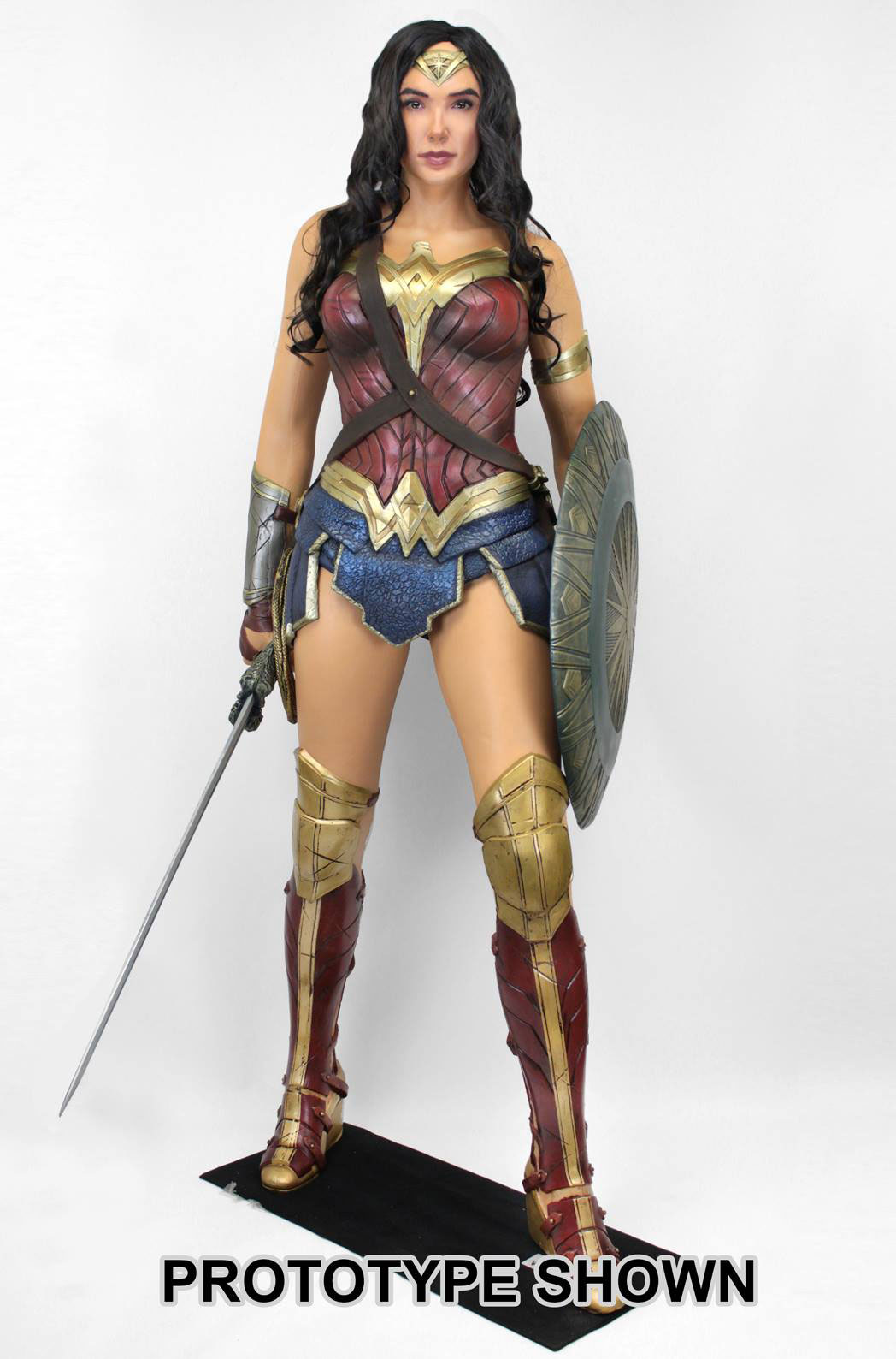 wonder-woman-movie-life-size-figure-neca-1