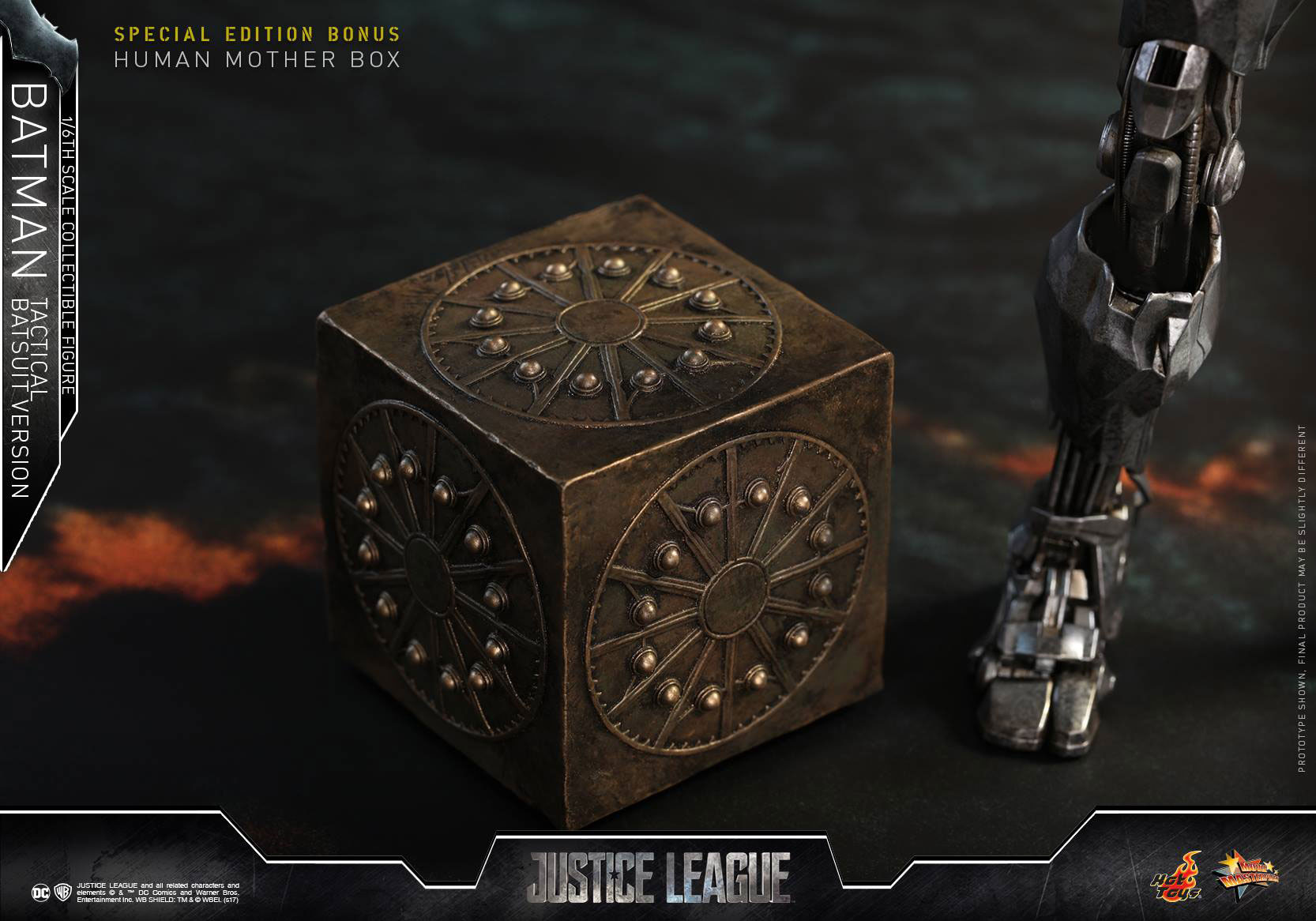 justice-league-batman-tactical-suit-hot-toys-figure-6