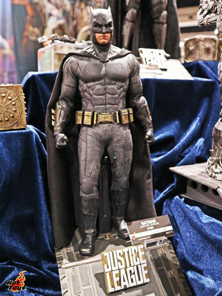 justice-league-movie-batman-hot-toys-figure-1