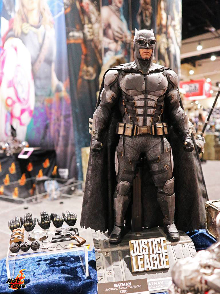 justice-league-movie-batman-hot-toys-figure-2