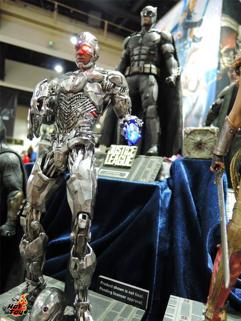 justice-league-movie-cyborg-hot-toys-figure-1