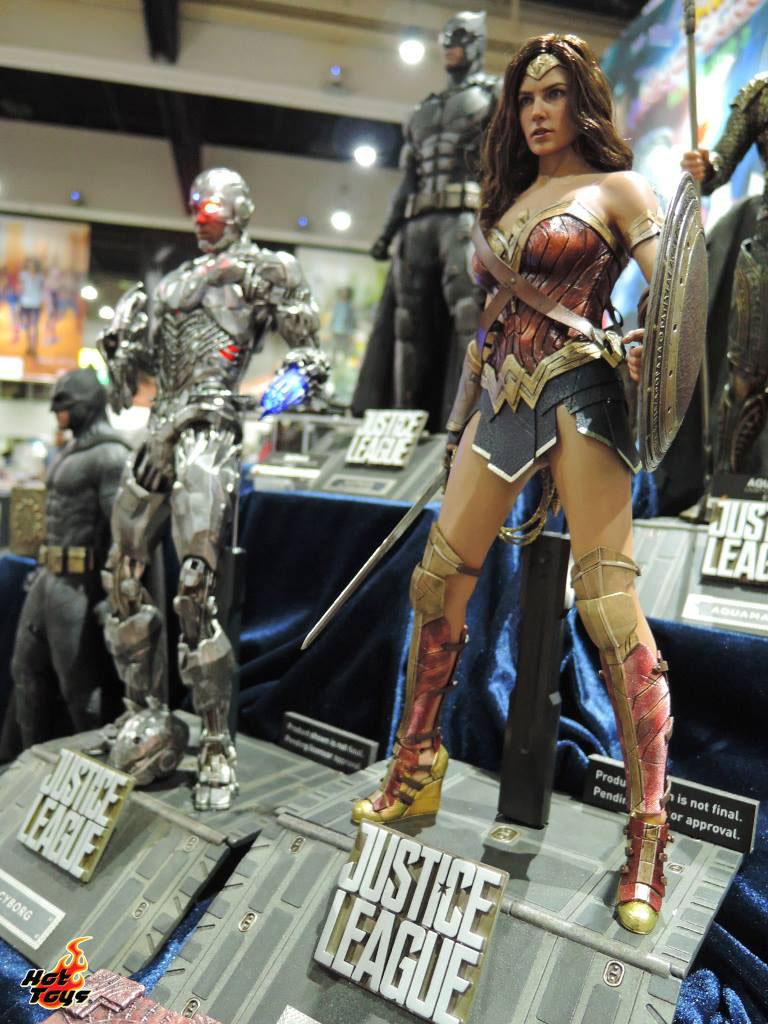 justice-league-movie-wonder-woman-hot-toys-figure-1