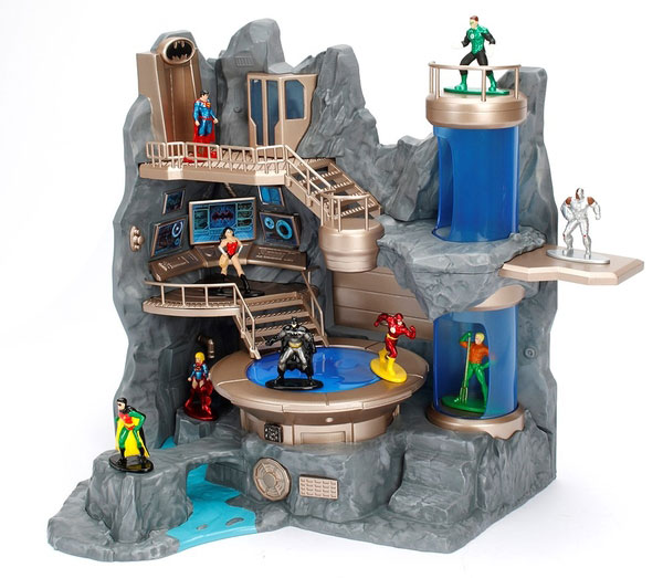 nano-metalfigs-batman-batcave-playset-1