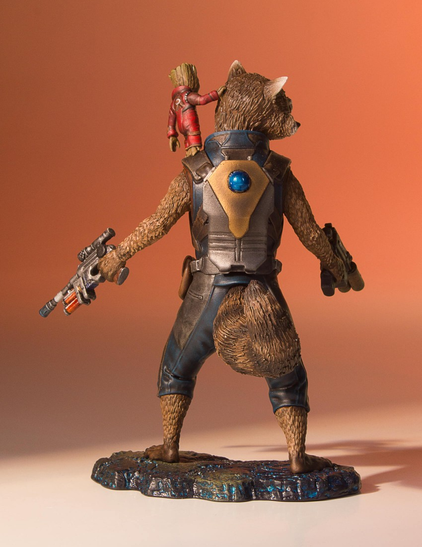 GotG-Vol-2-Rocket-and-Groot-Statue-006