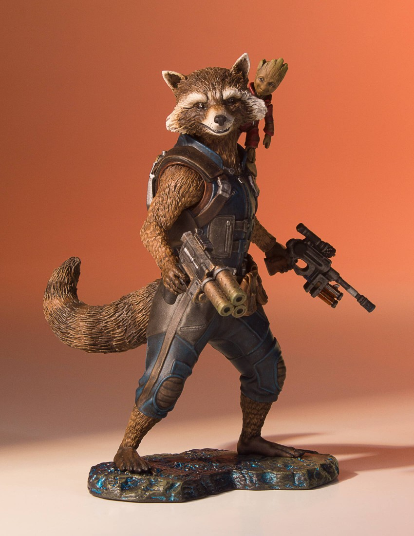 GotG-Vol-2-Rocket-and-Groot-Statue-008