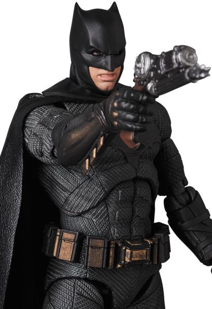 Justice-League-MAFEX-Batman-007