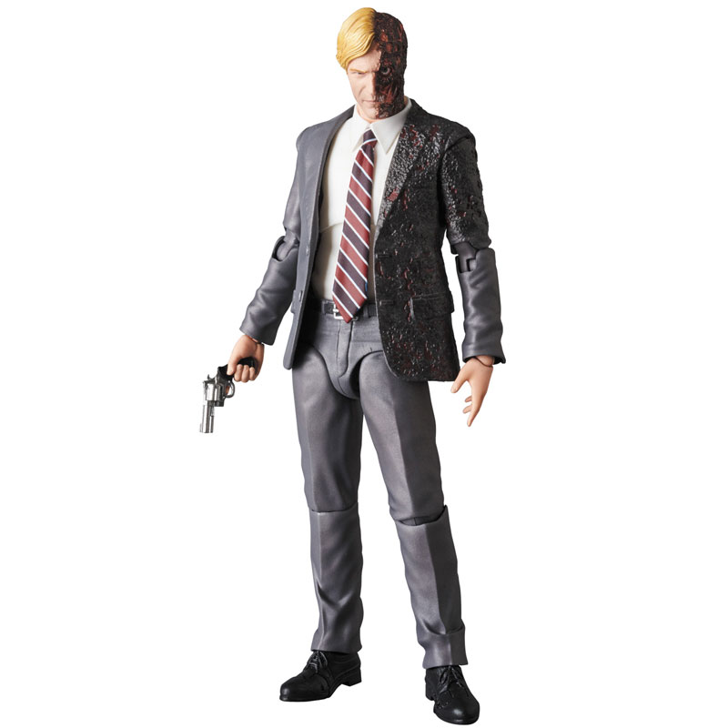 MAFEX-Harvey-Dent-001-1