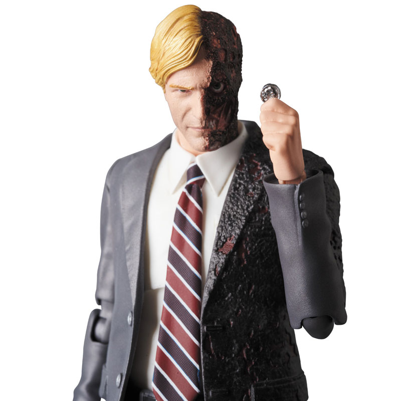 MAFEX-Harvey-Dent-004-1