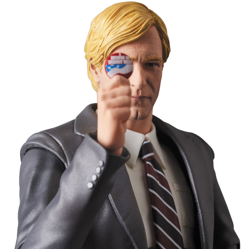 MAFEX-Harvey-Dent-007-1