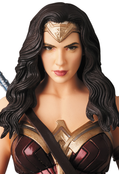 MAFEX-Justice-League-Wonder-Woman-005