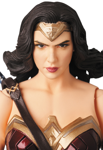MAFEX-Justice-League-Wonder-Woman-006