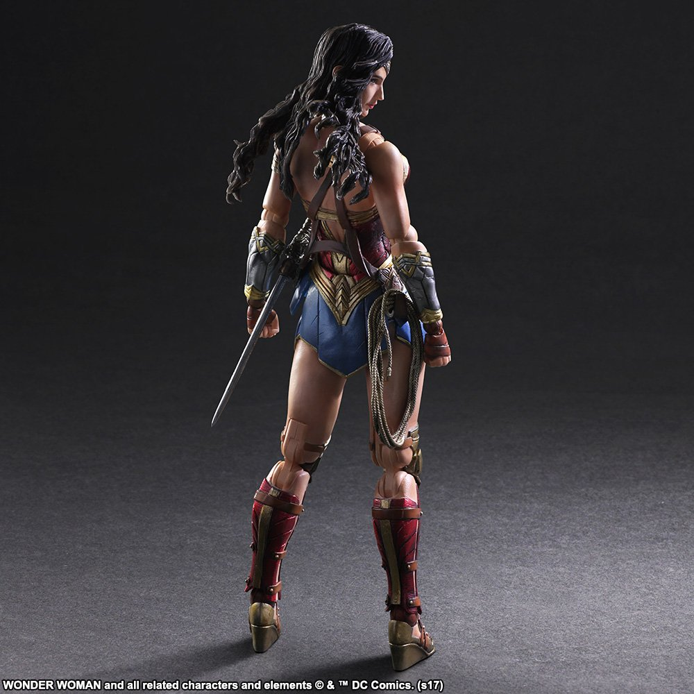 Wonder-Woman-Play-Arts-Kai-002