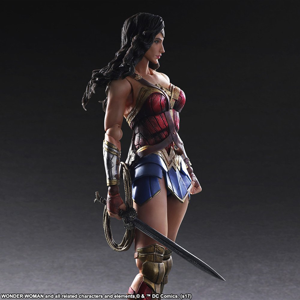 Wonder-Woman-Play-Arts-Kai-004