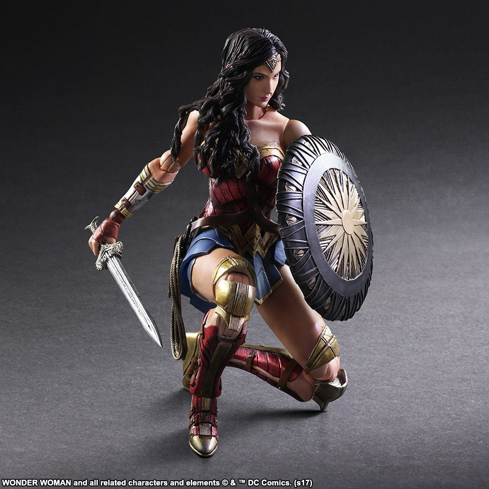 Wonder-Woman-Play-Arts-Kai-005