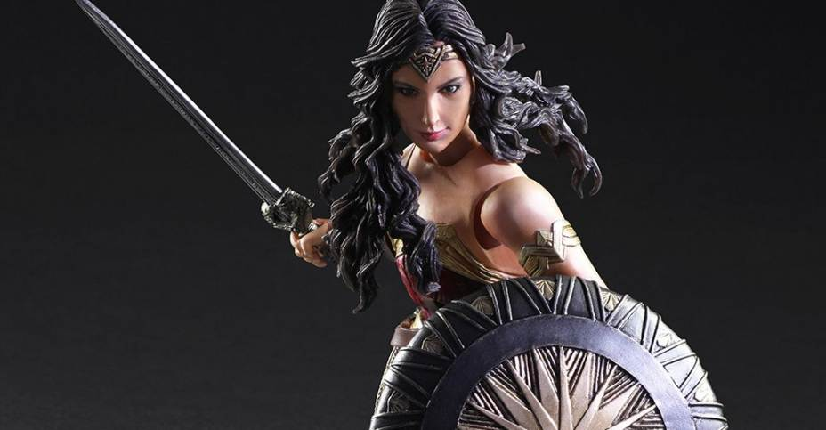 Wonder-Woman-Play-Arts-Kai-main