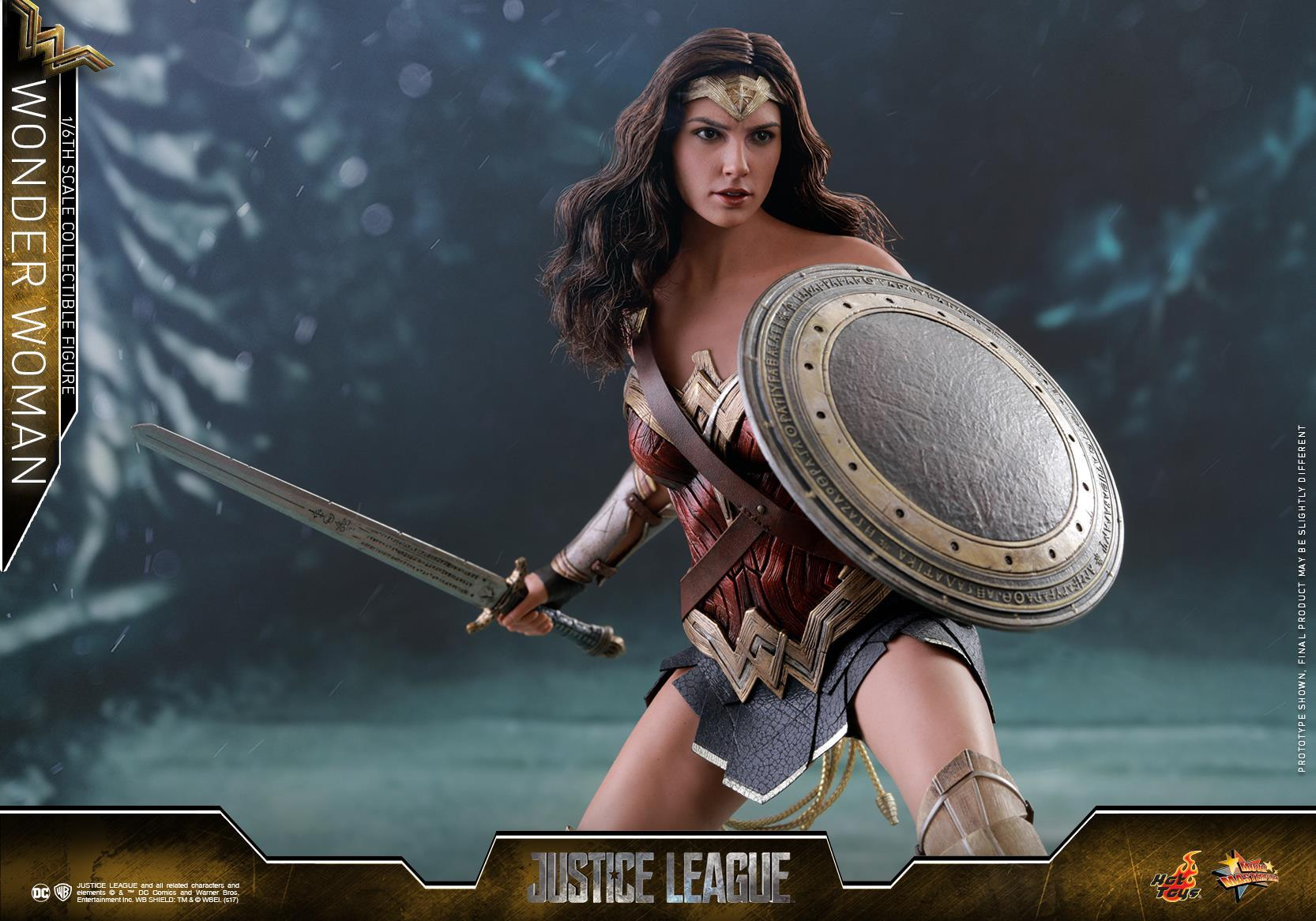 Hot-Toys-JL-Wonder-Woman-003