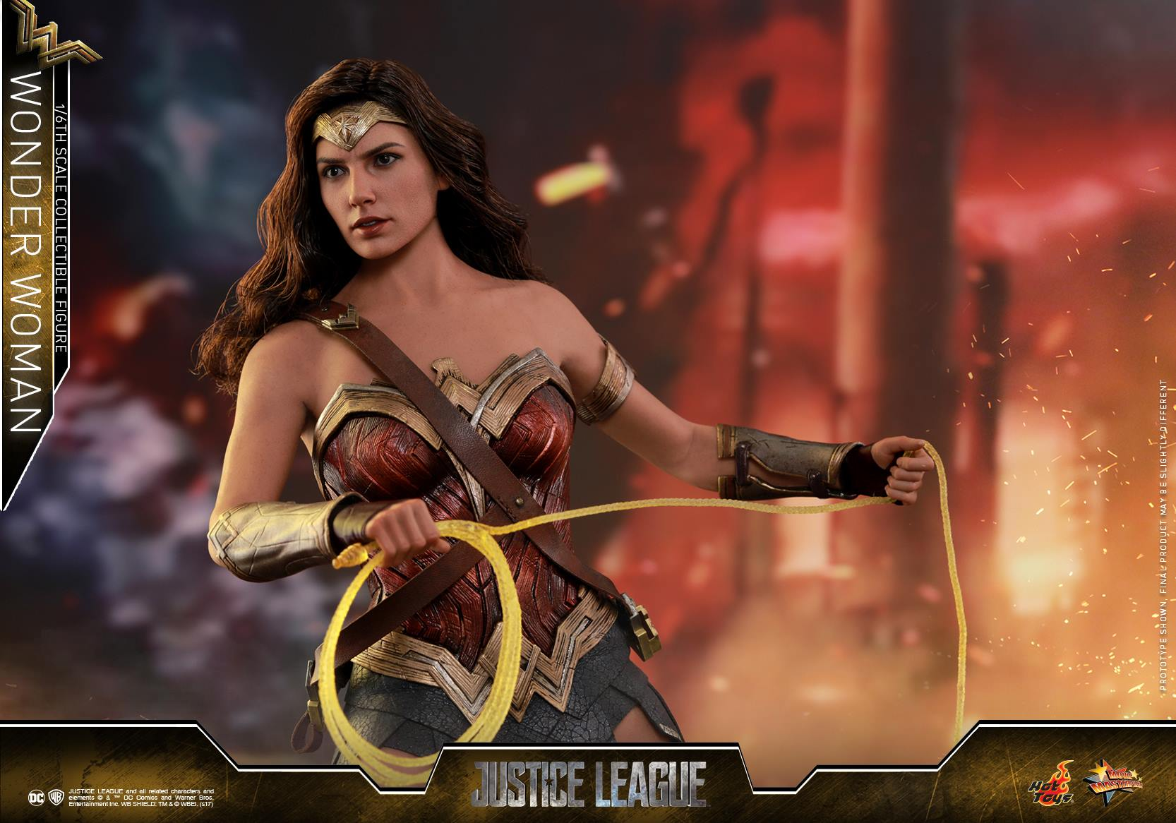 Hot-Toys-JL-Wonder-Woman-004