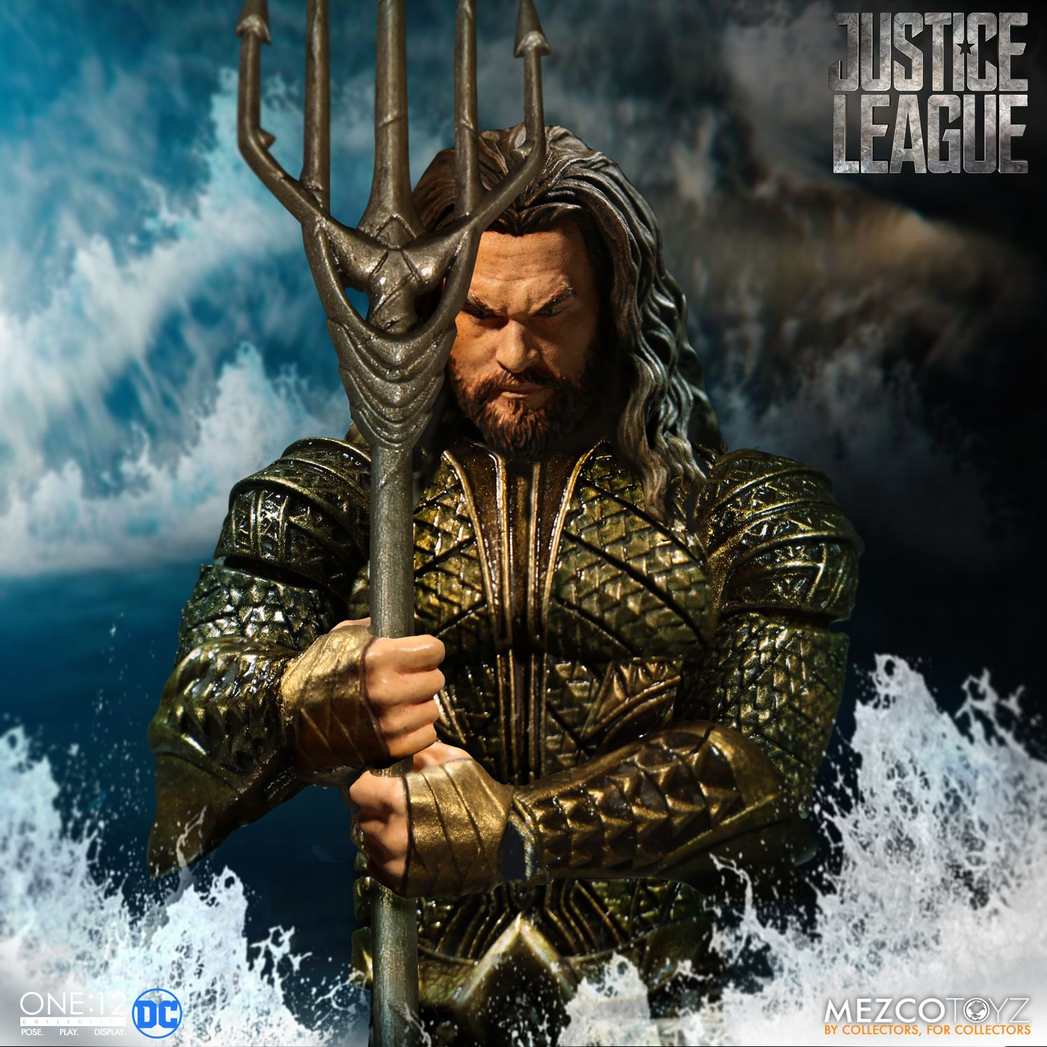 Mezco-JL-One12-Aquaman-Figure-001