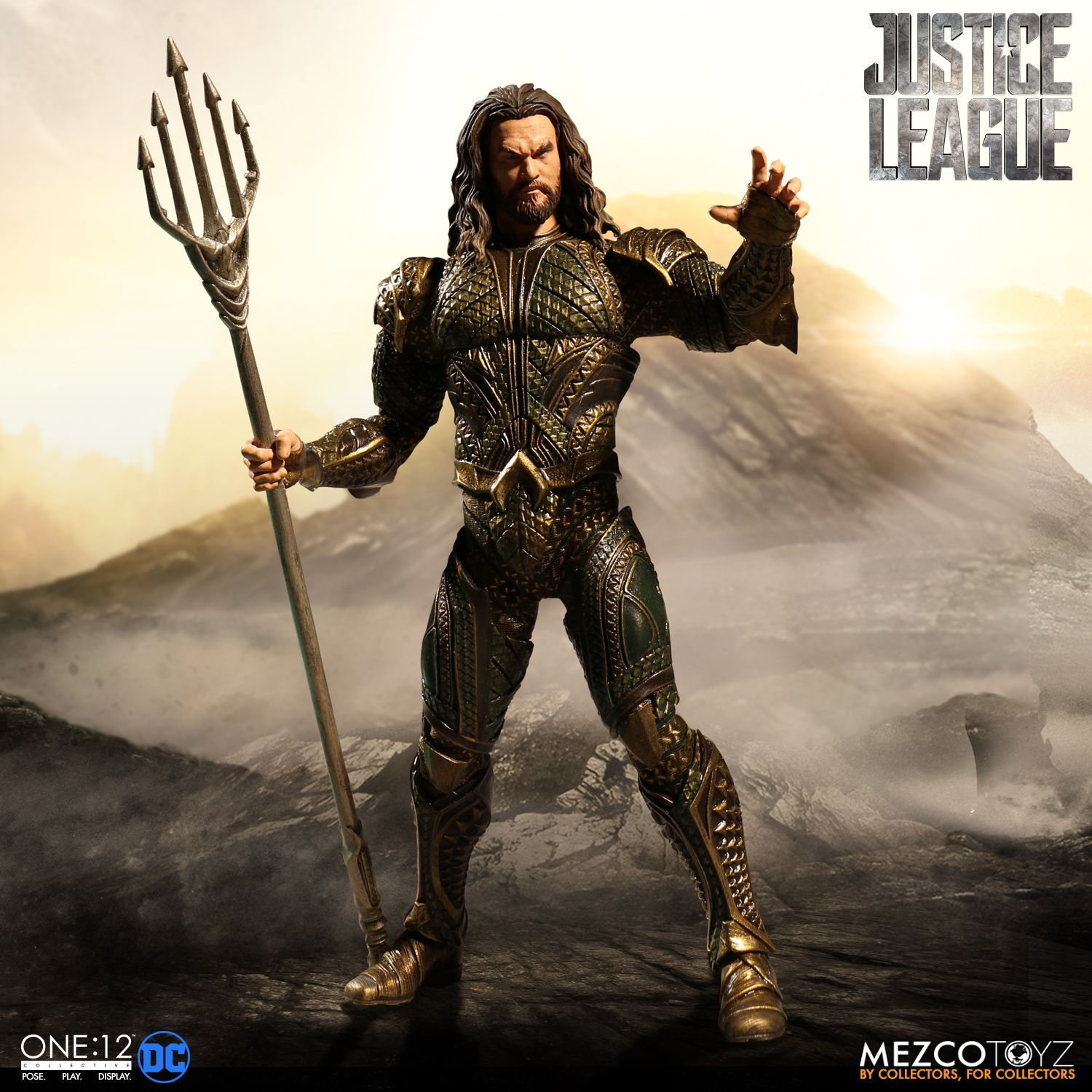 Mezco-JL-One12-Aquaman-Figure-002