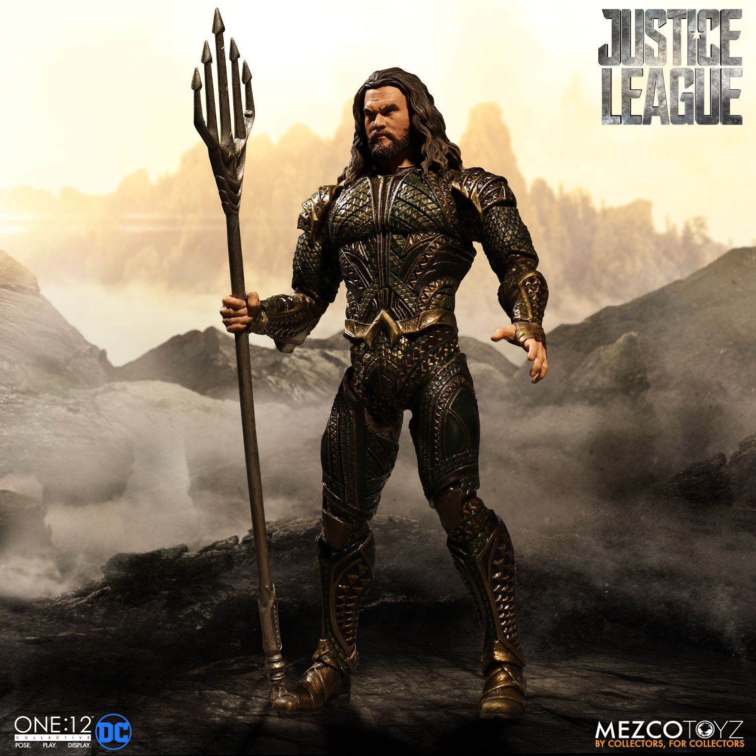 Mezco-JL-One12-Aquaman-Figure-004