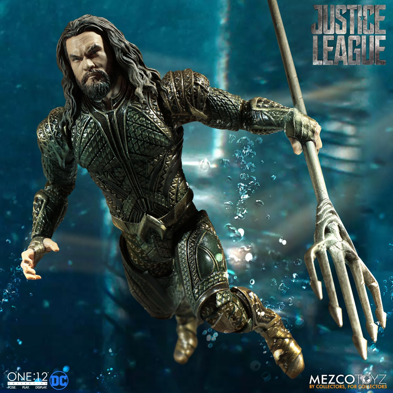 Mezco-JL-One12-Aquaman-Figure-005