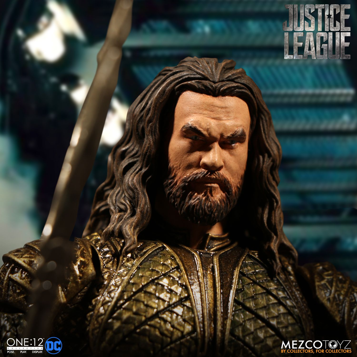 Mezco-JL-One12-Aquaman-Figure-007