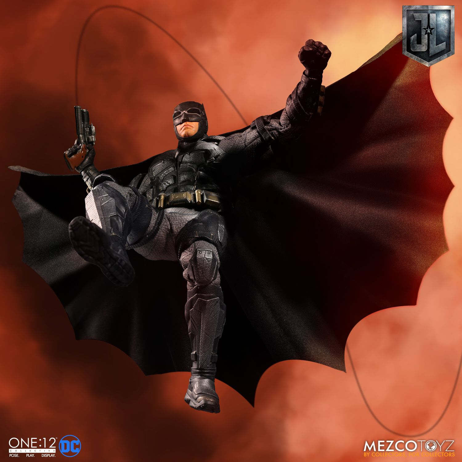 Mezco-Tactical-Suit-Batman-005
