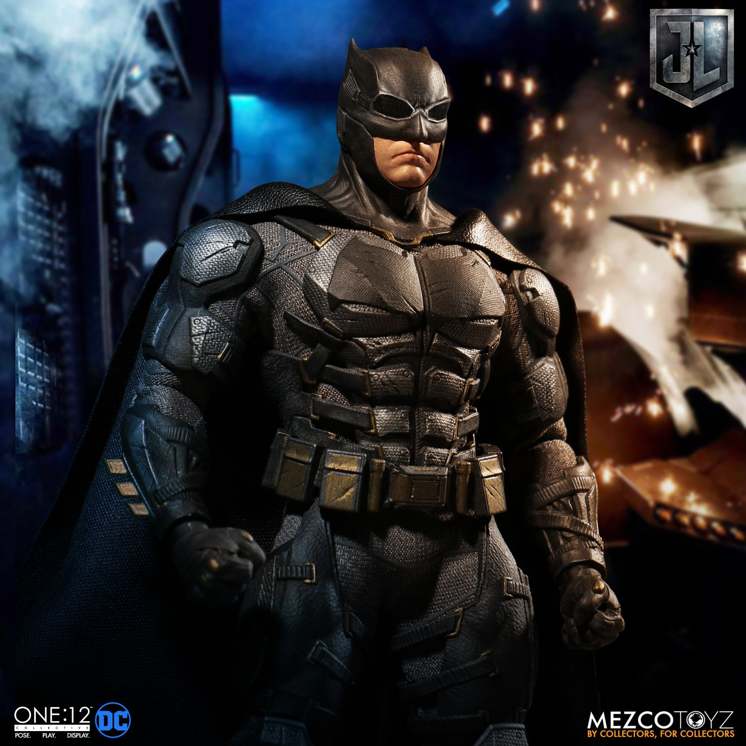 Mezco-Tactical-Suit-Batman-012