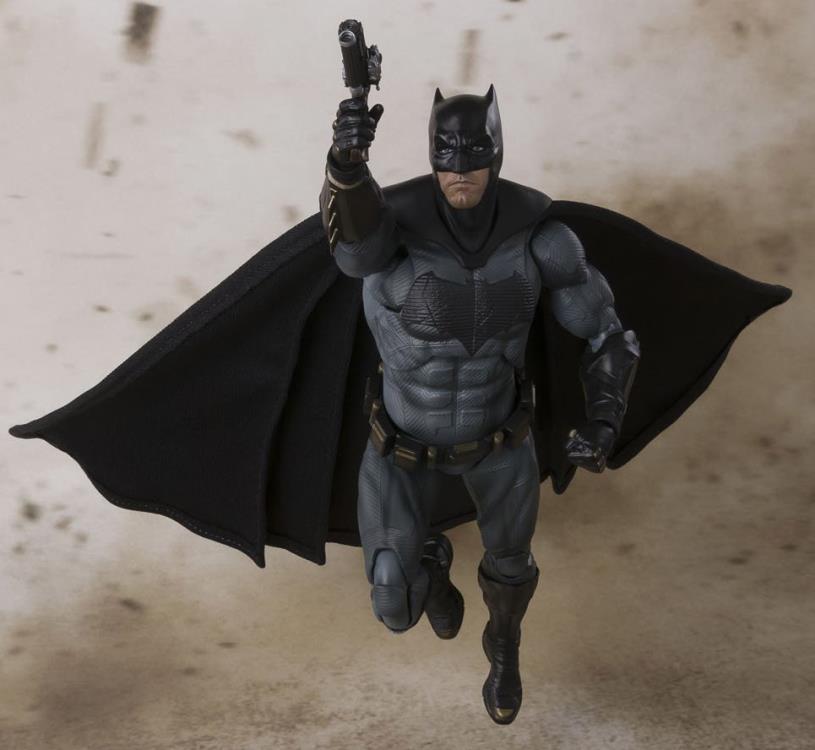 justice-league-movie-batman-sh-figuarts-action-figure-2