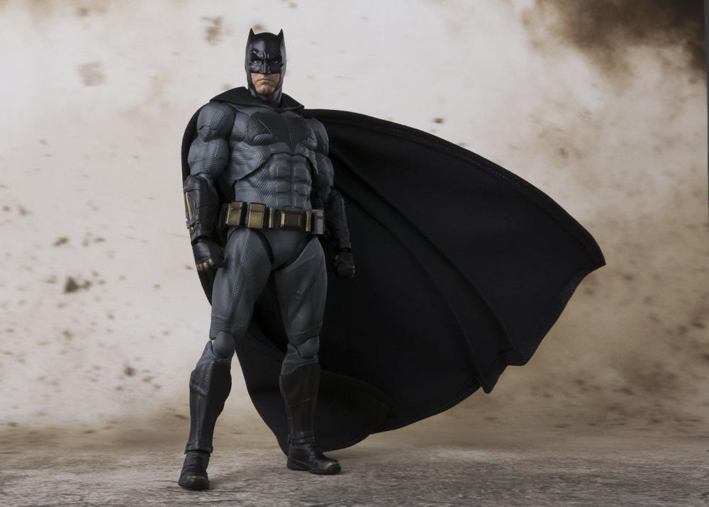 justice-league-movie-batman-sh-figuarts-action-figure-3