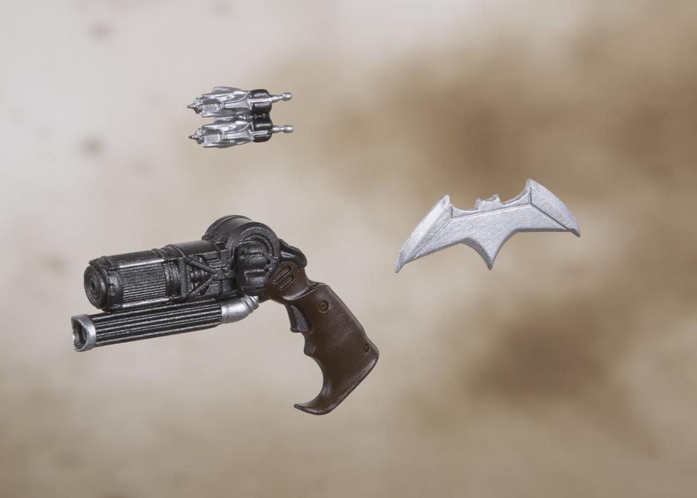 justice-league-movie-batman-sh-figuarts-action-figure-4